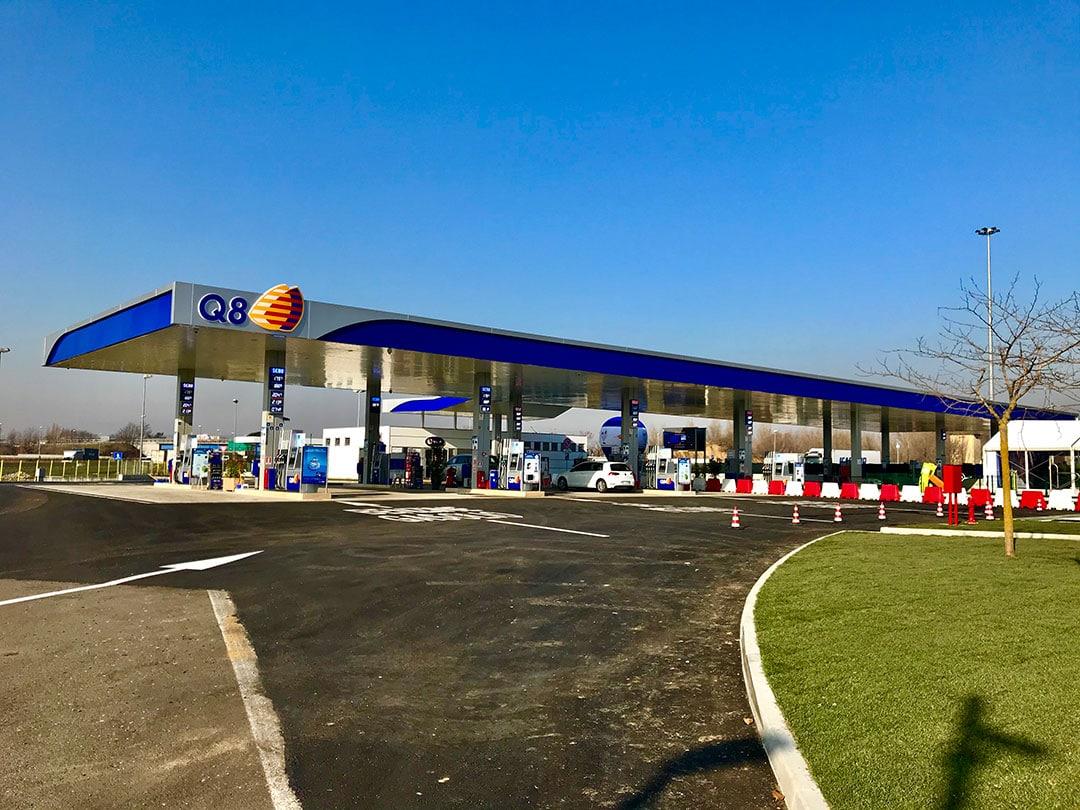 The Gas Station Q8 of Villoresi Est
